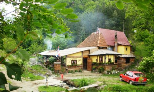 Guest House Lopatnica front view