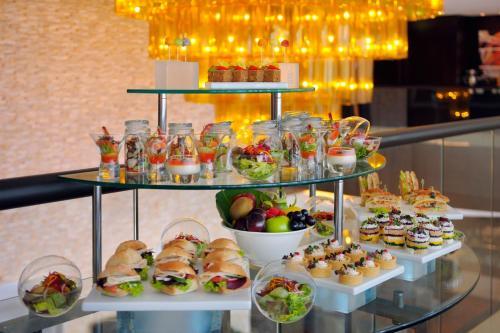 Mövenpick Hotel Jumeirah Lakes Towers Dubai photo 31