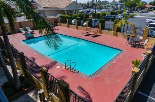 Best western orange plaza in orange ca swimming pool - Blackberry farm cupertino swimming pool ...