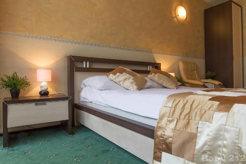 212 HOTEL