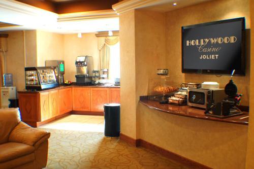 Hollywood casino joliet poker room