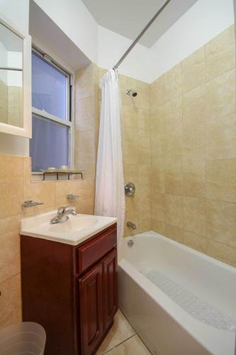Two Bedroom Apartment - West 1..