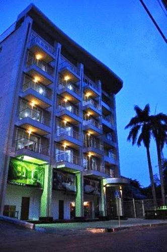 Отель Palms @ Sukhumvit Executive Suite 4 звезды Таиланд