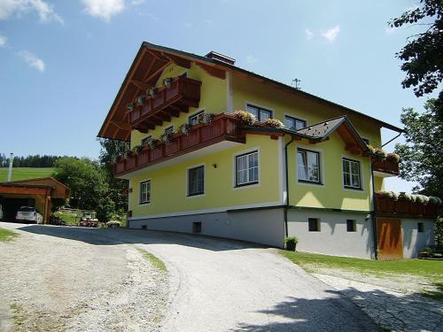 Huberhof im Almenland - Apartment mit 2 Schlafzimmern und Bergblick