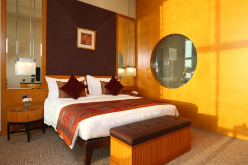 Special offer - Deluxe King Room with Gulf View (With Theme Park or Water Park tickets)