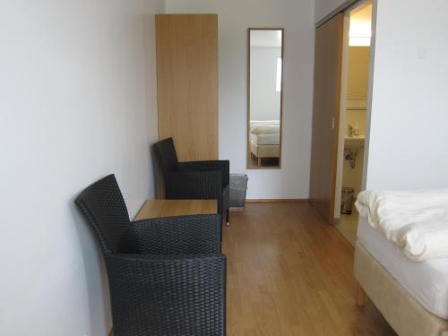 Habitació amb llit de matrimoni o 2 llits individuals i bany (Double or Twin Room with Bathroom)