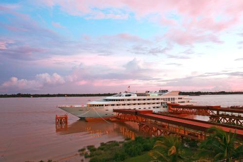 Vintage luxury yacht hotel yangon yangon rangoon for Hotel vintage luxury yacht