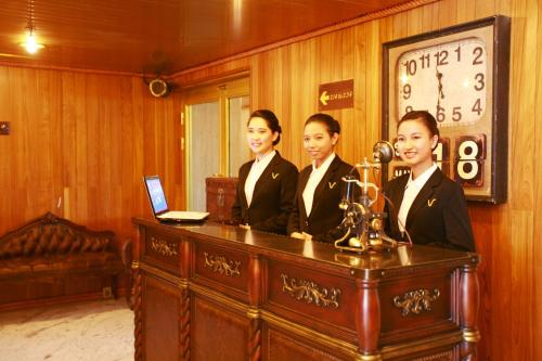 Vintage luxury yacht hotel yangon for Hotel vintage luxury yacht