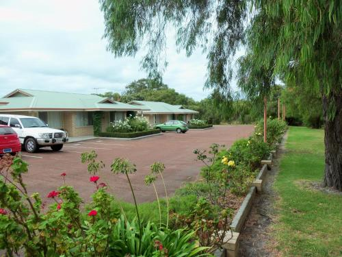 Picture of Emu Point Motel