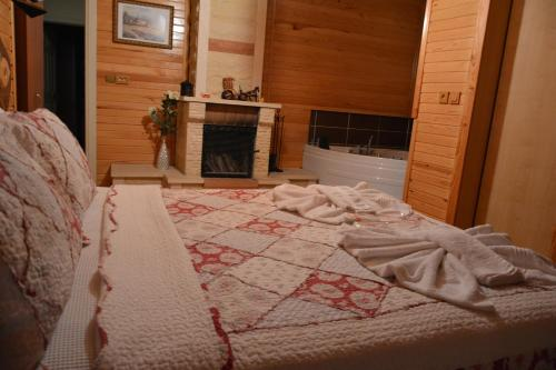Deluxe Double Room with Fireplace and Hot Tub