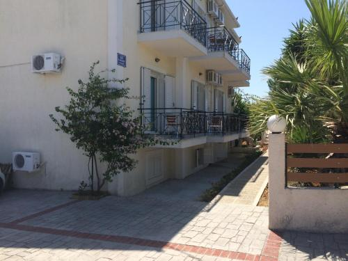 Iris Apartments