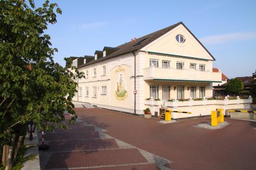 Отель Hotel am Schlosspark Zum Kurfürst 3 звезды Германия