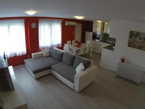 Apartment Red Dream