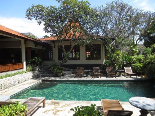 Отель Besakih Beach Hotel 3 звезды Индонезия