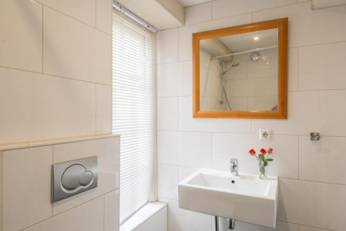 Red Light ExperienceRed Light Experience  Amsterdam  Netherlands Overview   priceline com. Red Light In Bathroom Hotel. Home Design Ideas