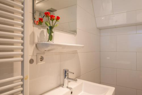 Hotel information  Red Light Experience  Amsterdam  Netherlands Overview   priceline com. Red Light In Bathroom Hotel. Home Design Ideas