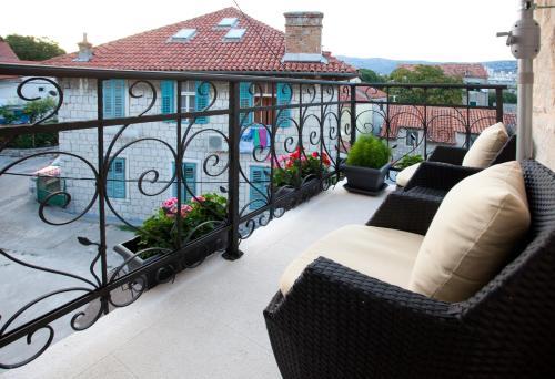 Maris Residence