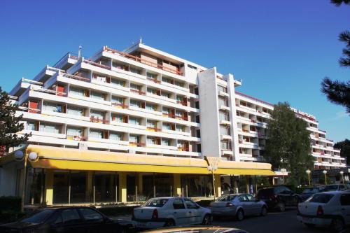 Hotel Amfiteatru front view