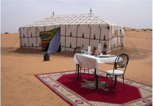 Merzouga Journeys Camp, Lac Yasmins