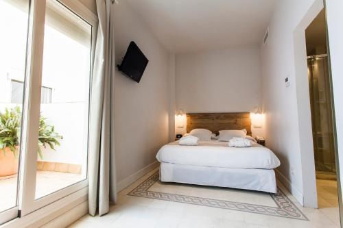 Double Room with Patio - single occupancy Hotel Boutique Elvira Plaza 2