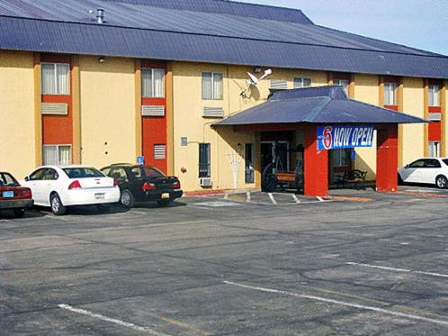 Motel 6 Moriarity -  star rating for travel with kids
