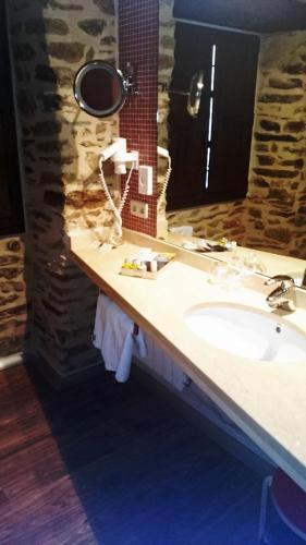Basic Double Room Posada Real de Las Misas 3