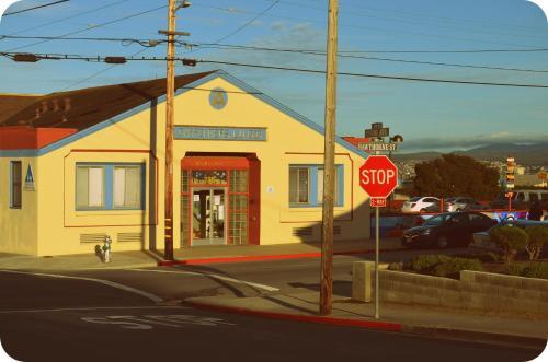 HotelHI Monterey Hostel