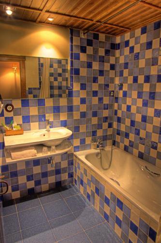 Double or Twin Room Hotel La Casa Del Rio 14