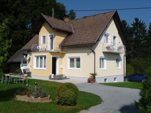 Ferienwohnungen Rasinger - Apartment mit Gartenblick