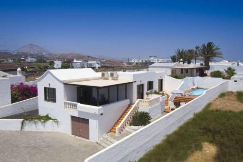 Three-Bedroom Holiday home with Pool Linaria