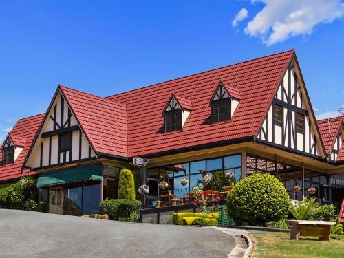 Village Family Motor Inn