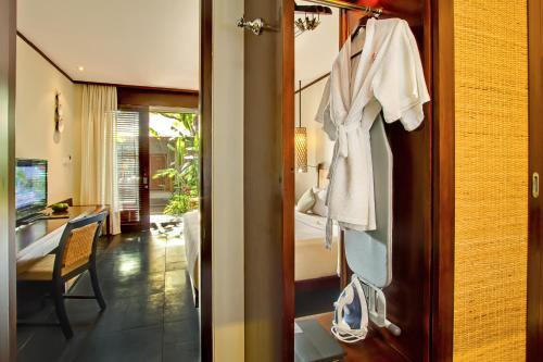 Deluxe dengan Ranjang Double atau Twin dengan Pemandangan Kebun (Deluxe Double or Twin Room with Garden View)