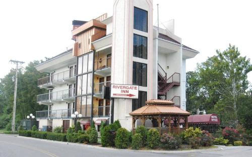 Photo of Boutique Rivergate Inn Hotel Bed and Breakfast Accommodation in Pigeon Forge Tennessee