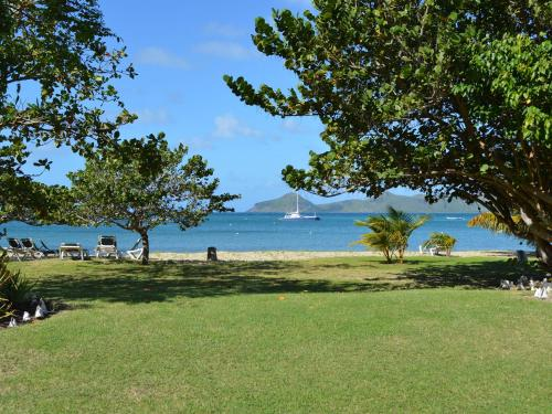 Oualie Bay, Newcastle, Nevis.