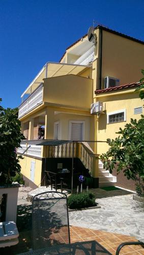 Villa Manja