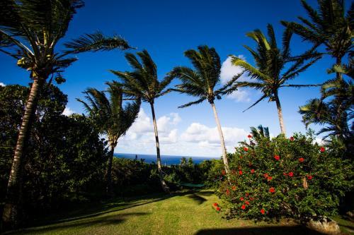 Huelo Point Lookout - Haleakala Cottage