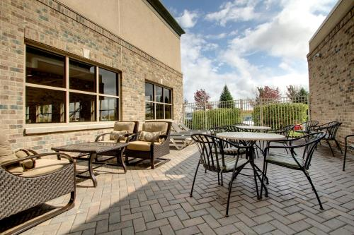 Hampton Inn & Suites Chicago/Aurora - 5.0 star rating for travel with kids
