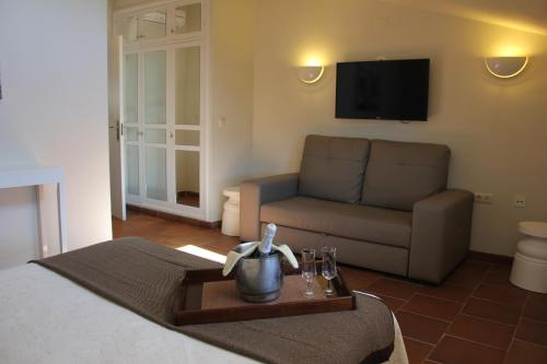 Double Room with Lounge Hotel Leonor de Aquitania 9