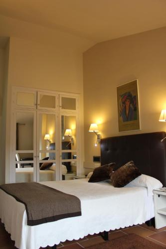 Superior Double Room with Mountain View Hotel Leonor de Aquitania 6