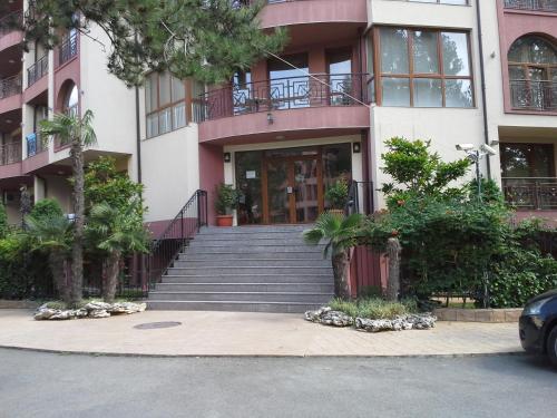 Igor Apartment in Pacific 3