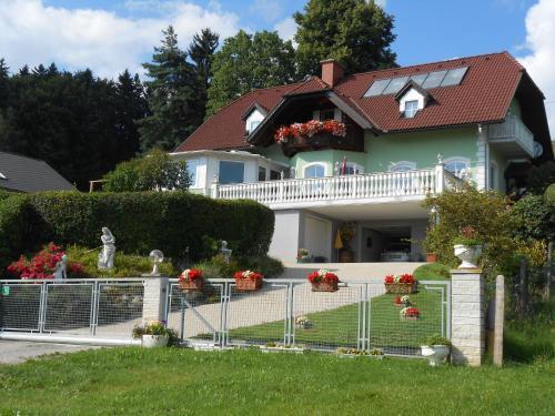 Privatzimmer Haus Gschweitl - Apartment mit 1 Schlafzimmer und Balkon