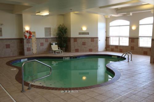 Country Inn & Suites Findlay