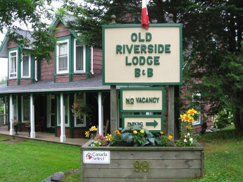 Old Riverside Lodge Bed & Breakfast