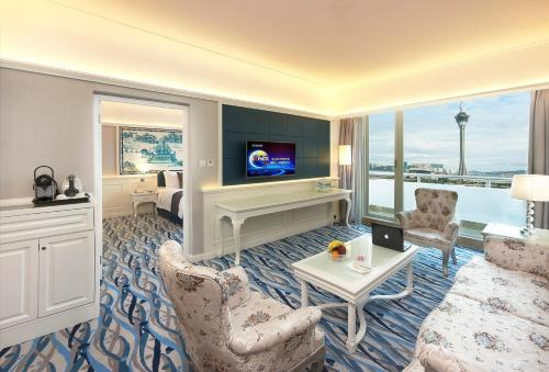 Harbour View Suite with Smartphone