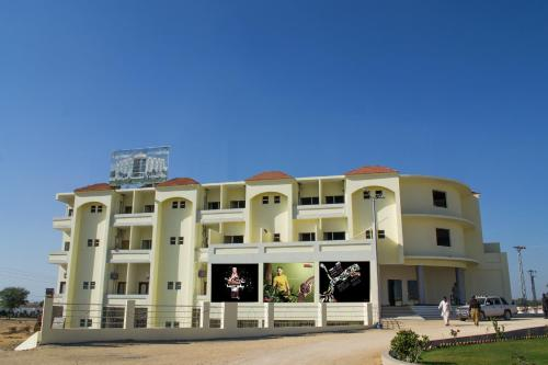 Hotel Sehwan Divine