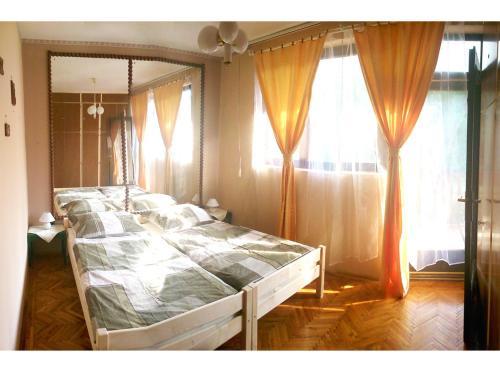 Orchidea Apartman Tata