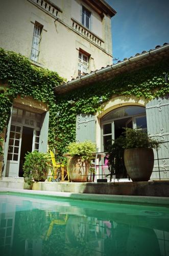 Chambres d 39 h tes maison auguste chambre d 39 h tes 68 rue for Vive le jardin salon de provence horaires