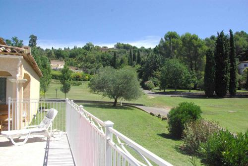 Lumineuse Villa avec Piscine à Grasse