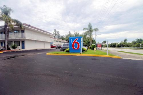 Motel 6 Dania Beach FL, 33004