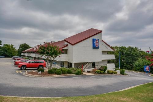 Picture of Motel 6 Birmingham